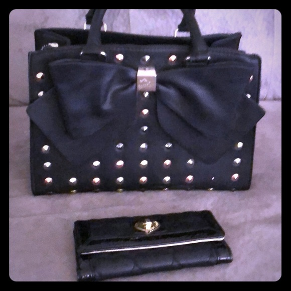 Betsey Johnson Handbags - EUC Betsy Bag and Wallet Set 🖤🖤